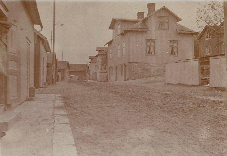 Sjögatan norrifrån under 1900-talets början.