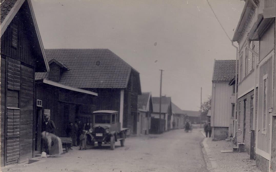 Sjögatan norrifrån under 1920-talet i Mönsterås