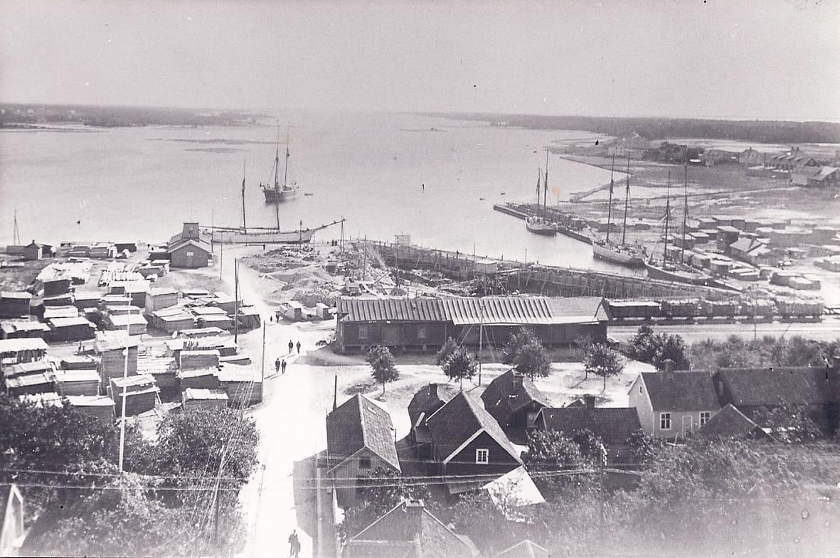 Hamnområdet från kyrktornet på 1920-talet i Mönsterås.